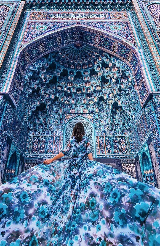Matching-a-dress-with-Saint-Petersburg-Mosques-interior - ryuklemobi