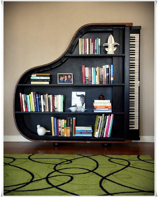 Piyano şekilli kitap dolabı